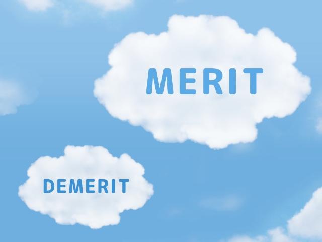 メリット・デメリットと書かれた雲